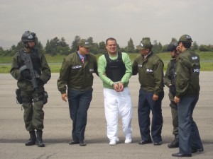 Gomez-Bustamante_extradited_from_Colombia_to_the_United_States_2007
